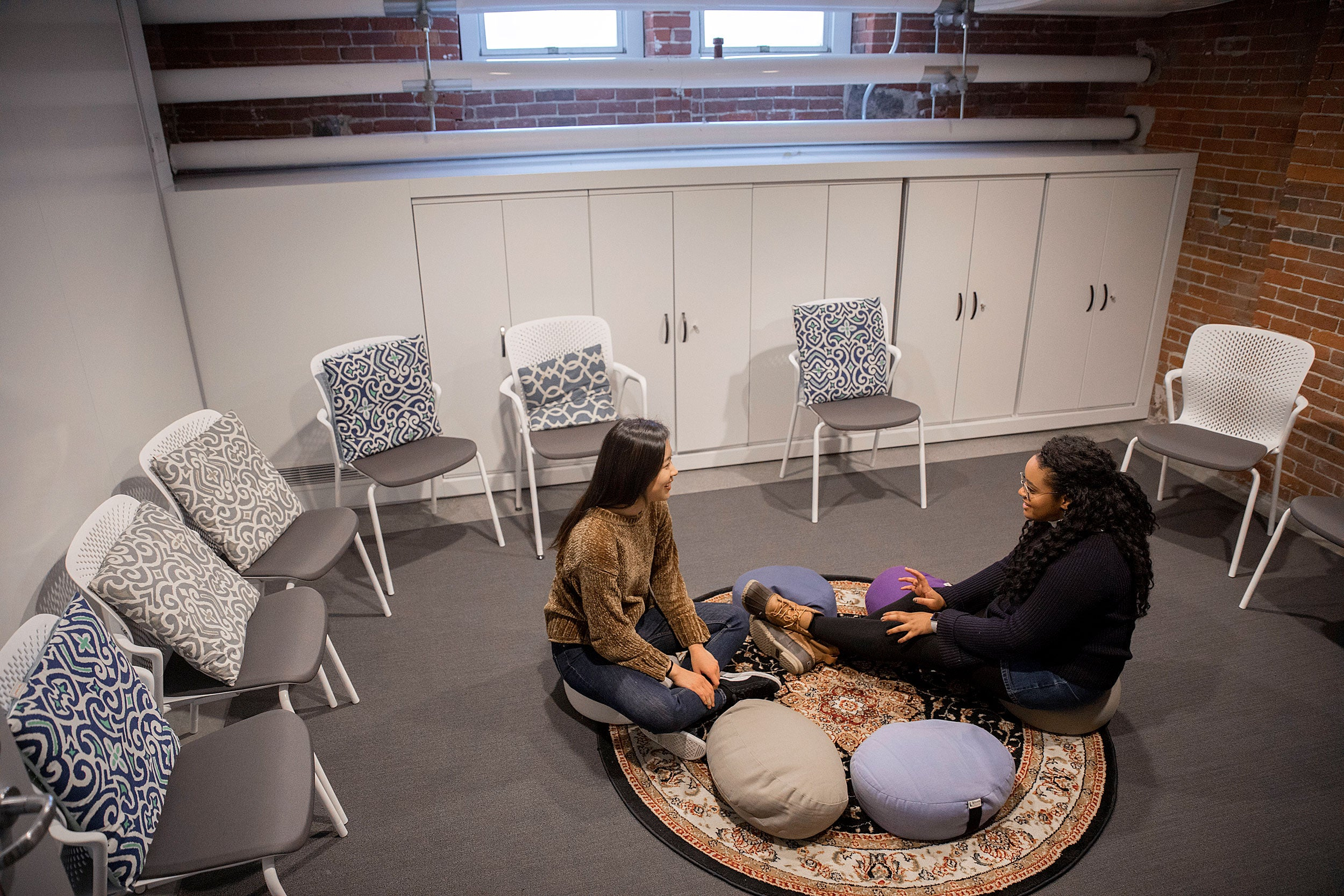 Sunah Chang (left) and Joy Nesbitt chat in Grays Hall.