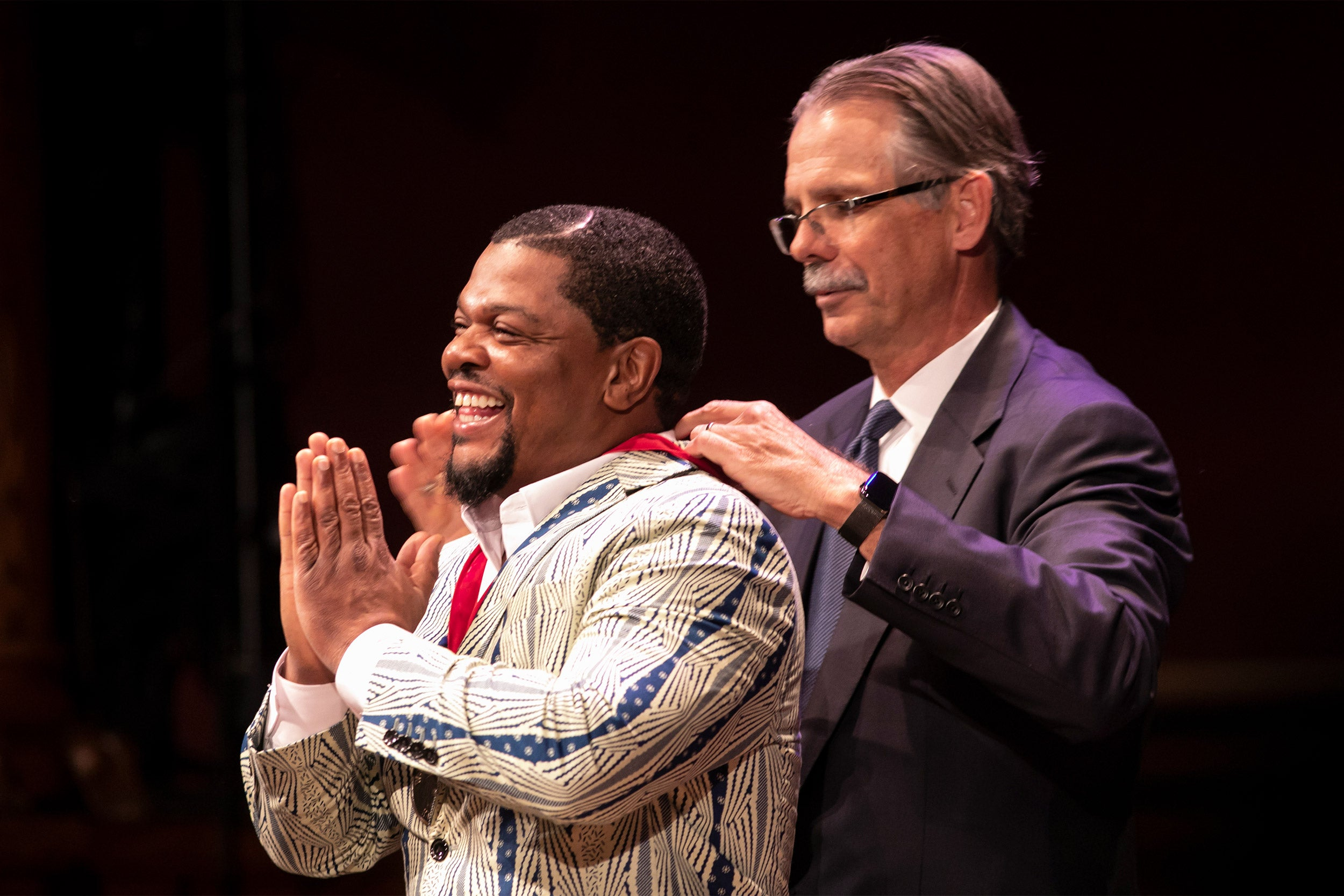 Glenn Hutchins presents the DuBois medal to artist Kehinde Wiley