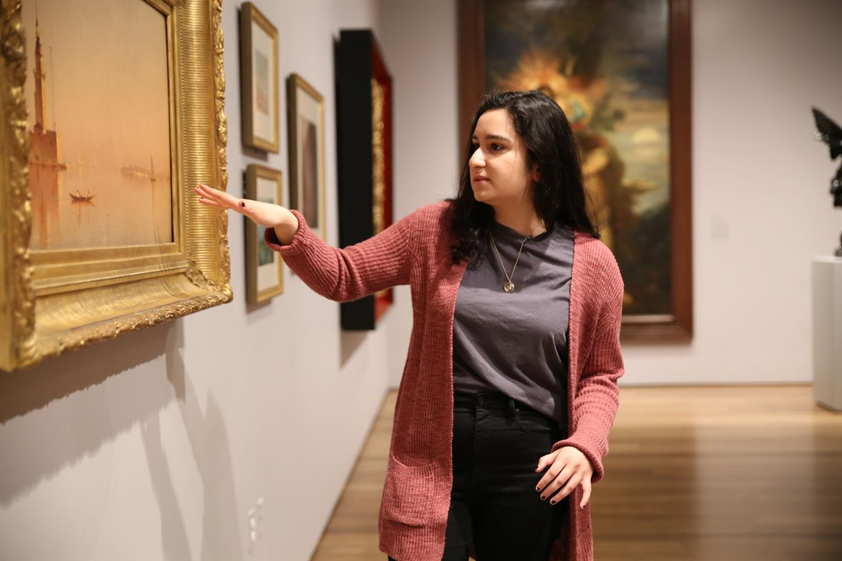 Ali giving a tour of the Harvard Art Museum