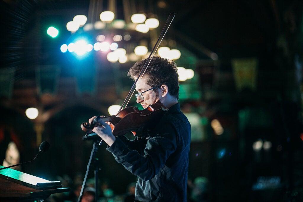 Sasha Yakub plays violin