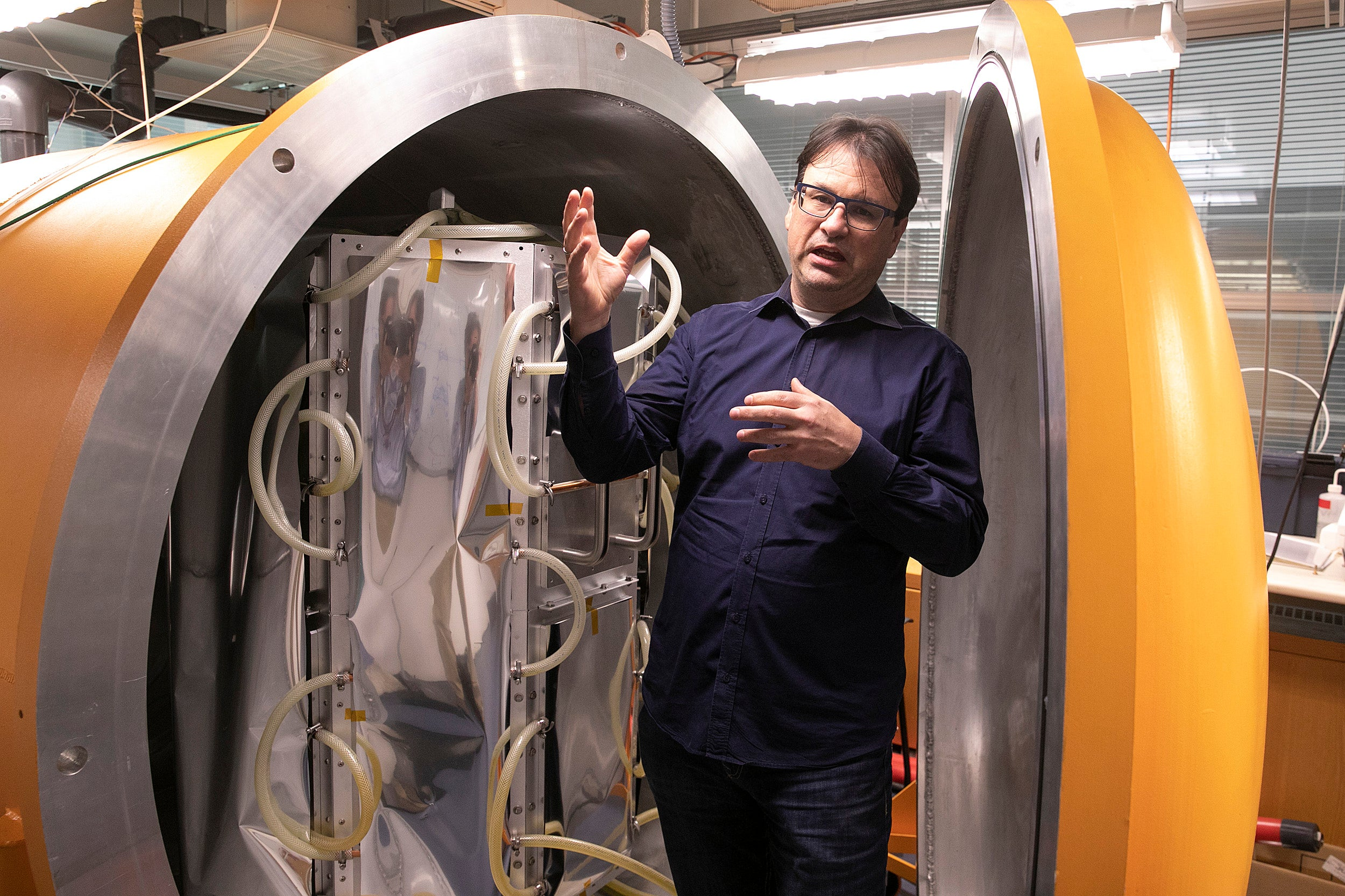 Frank Keutsch stand is a thermal vacuum chamber