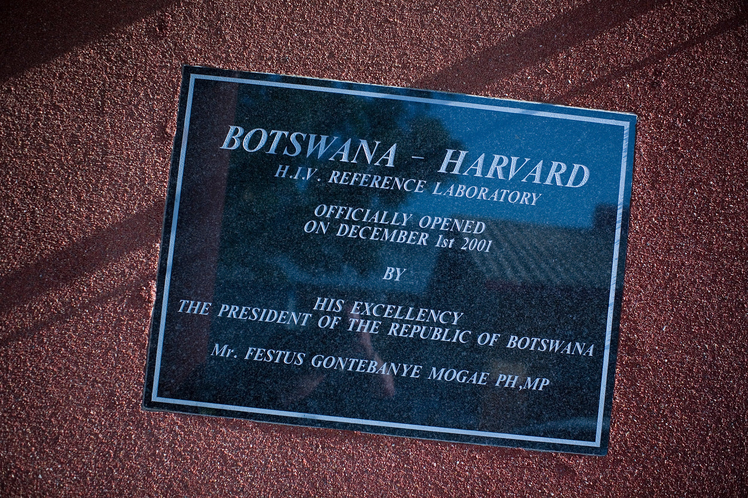 Plaque dedicating Botswana-Harvard HIV Reference Laboratory.