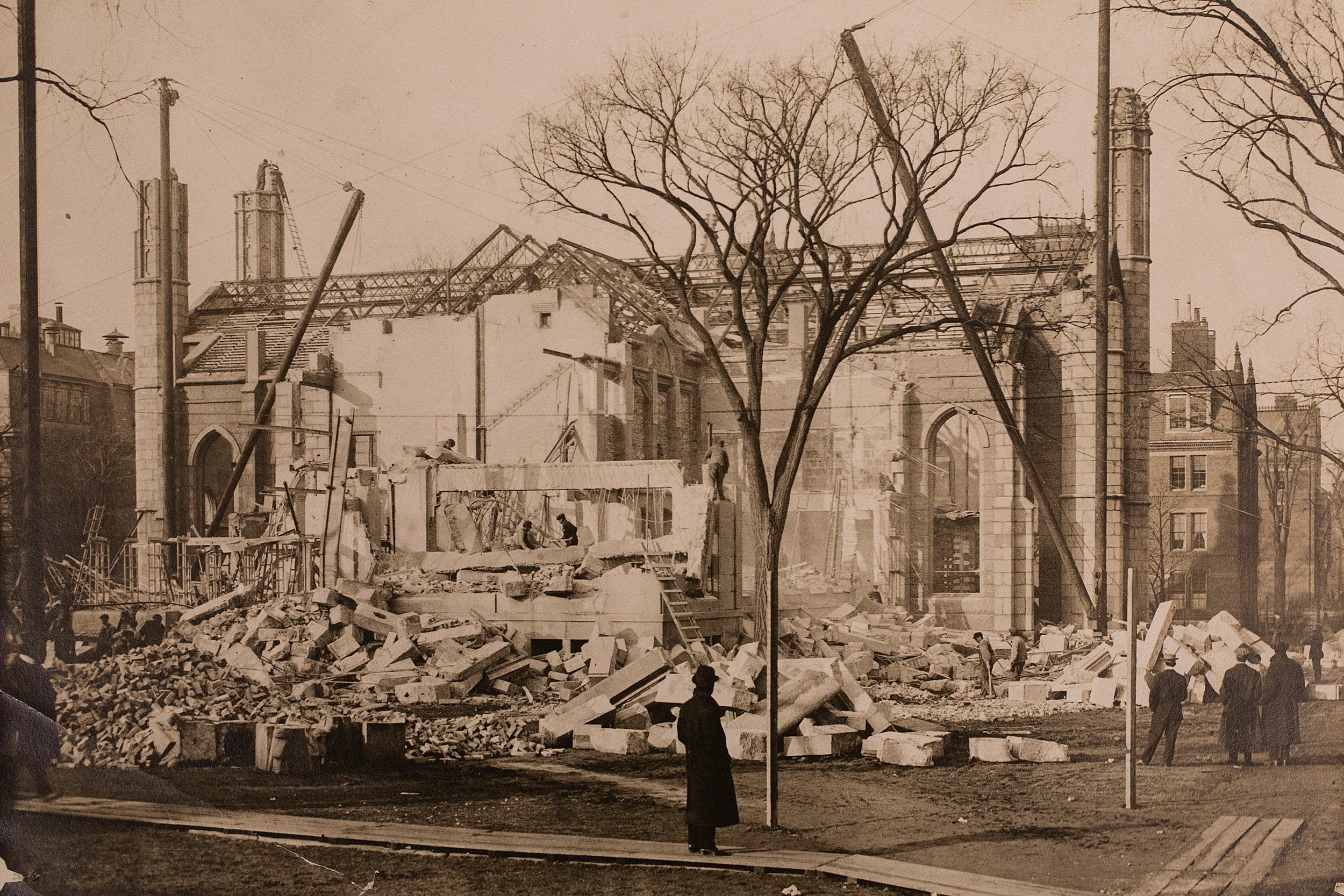 Passers-by watch razing of Gore Hall in 1913.