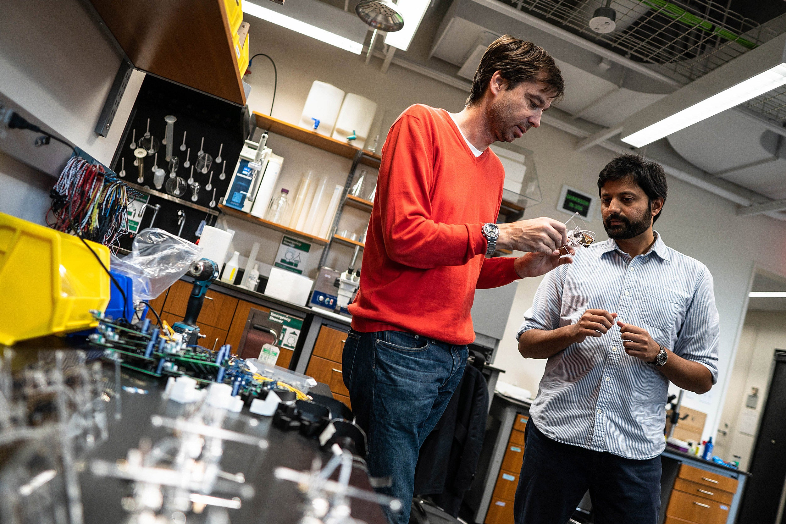 Two researchers talking in a lab.