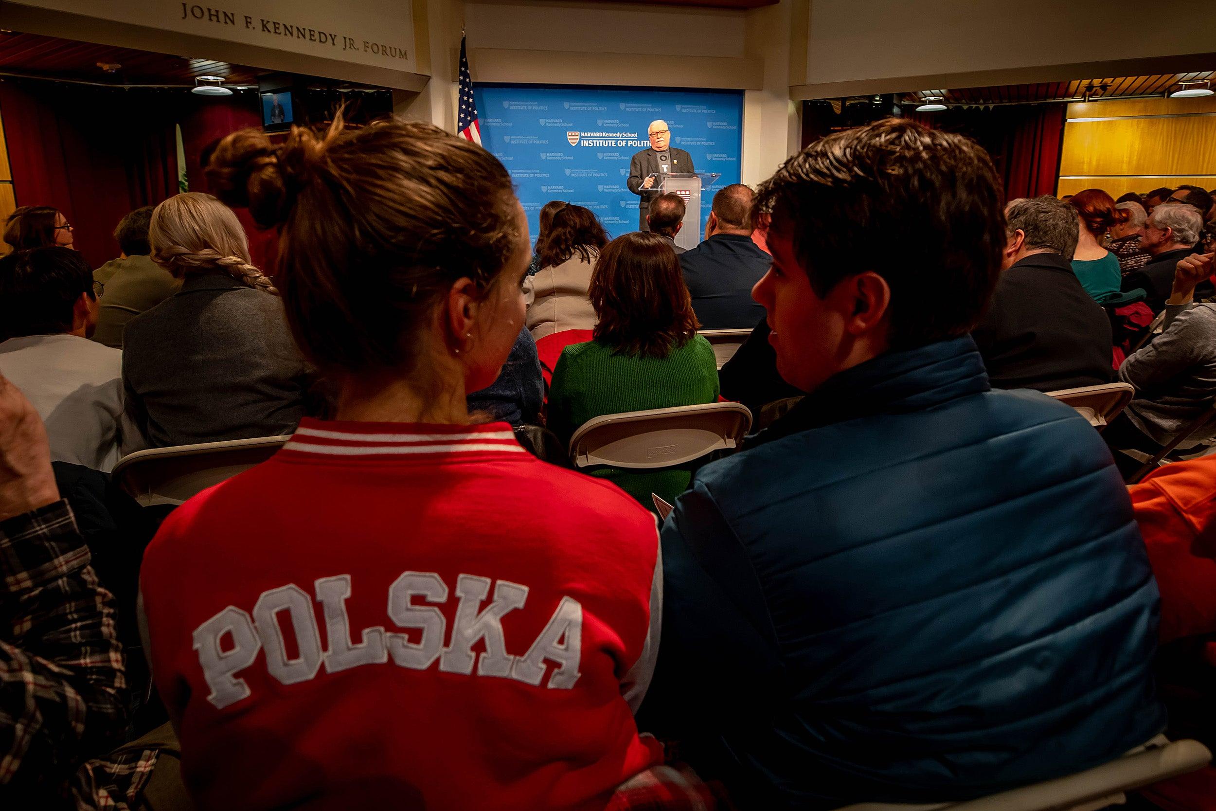 Lech Walesa urges the U.S. to retake its leadership post