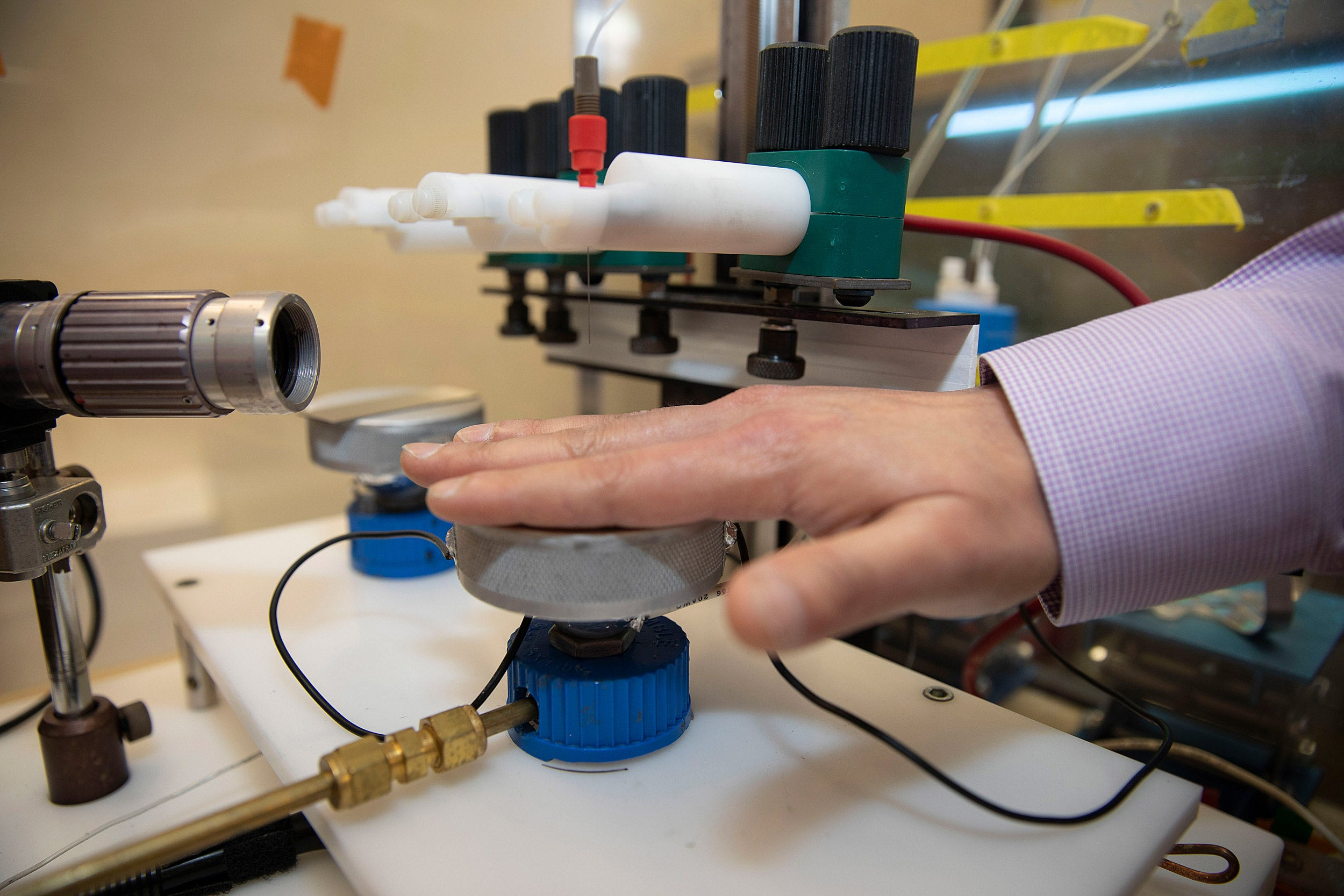 Nano-enabled platform to clean hands.