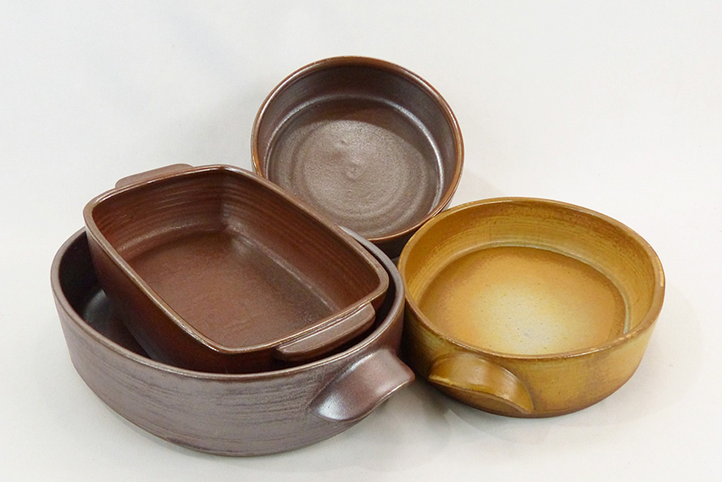 Four bakeware dishes.