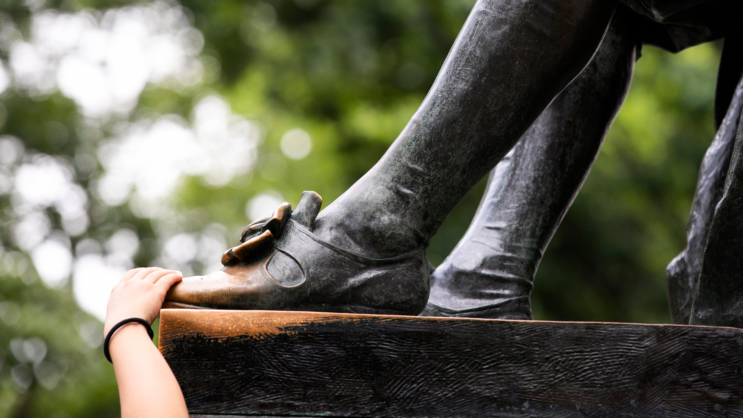 John Harvard statue feet.