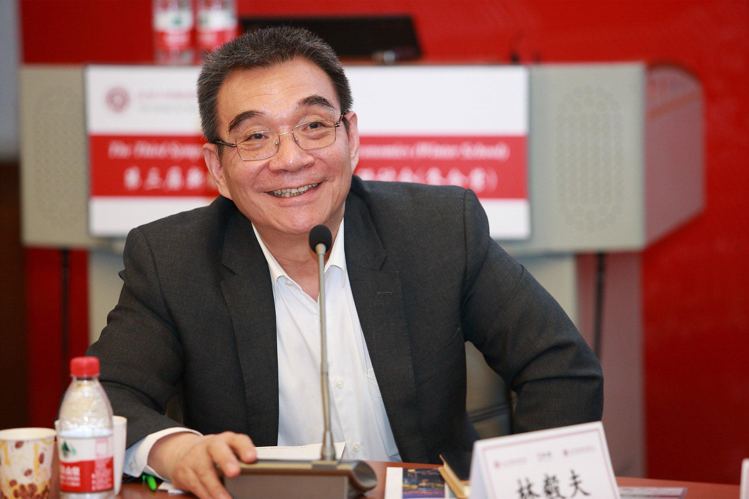 Chinese economist speaks at Harvard