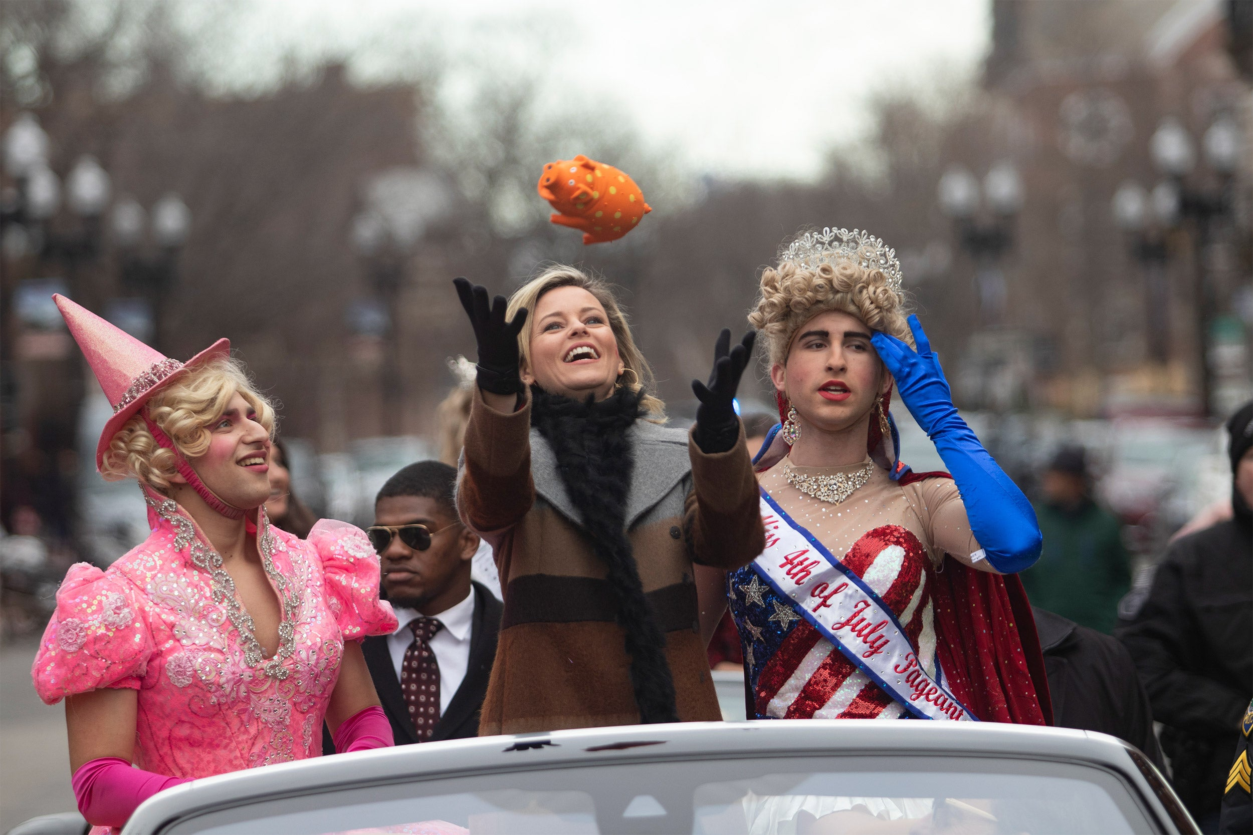 Hasty Pudding Woman of the Year Elizabeth Banks in parade.