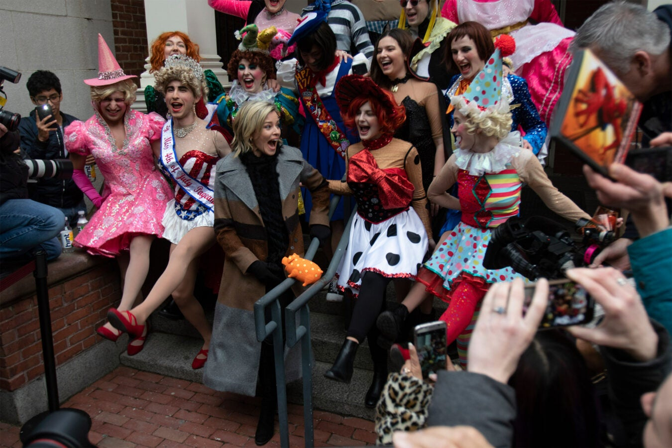 Hasty Pudding Woman of the Year Elizabeth Banks dancing on sidewalk.