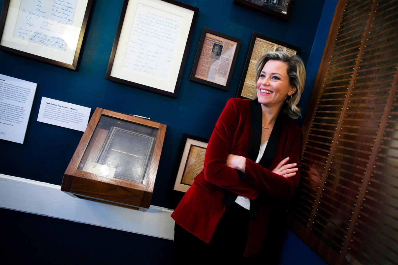 Hasty Pudding Woman of the Year Elizabeth Banks tours Farkas Hall.