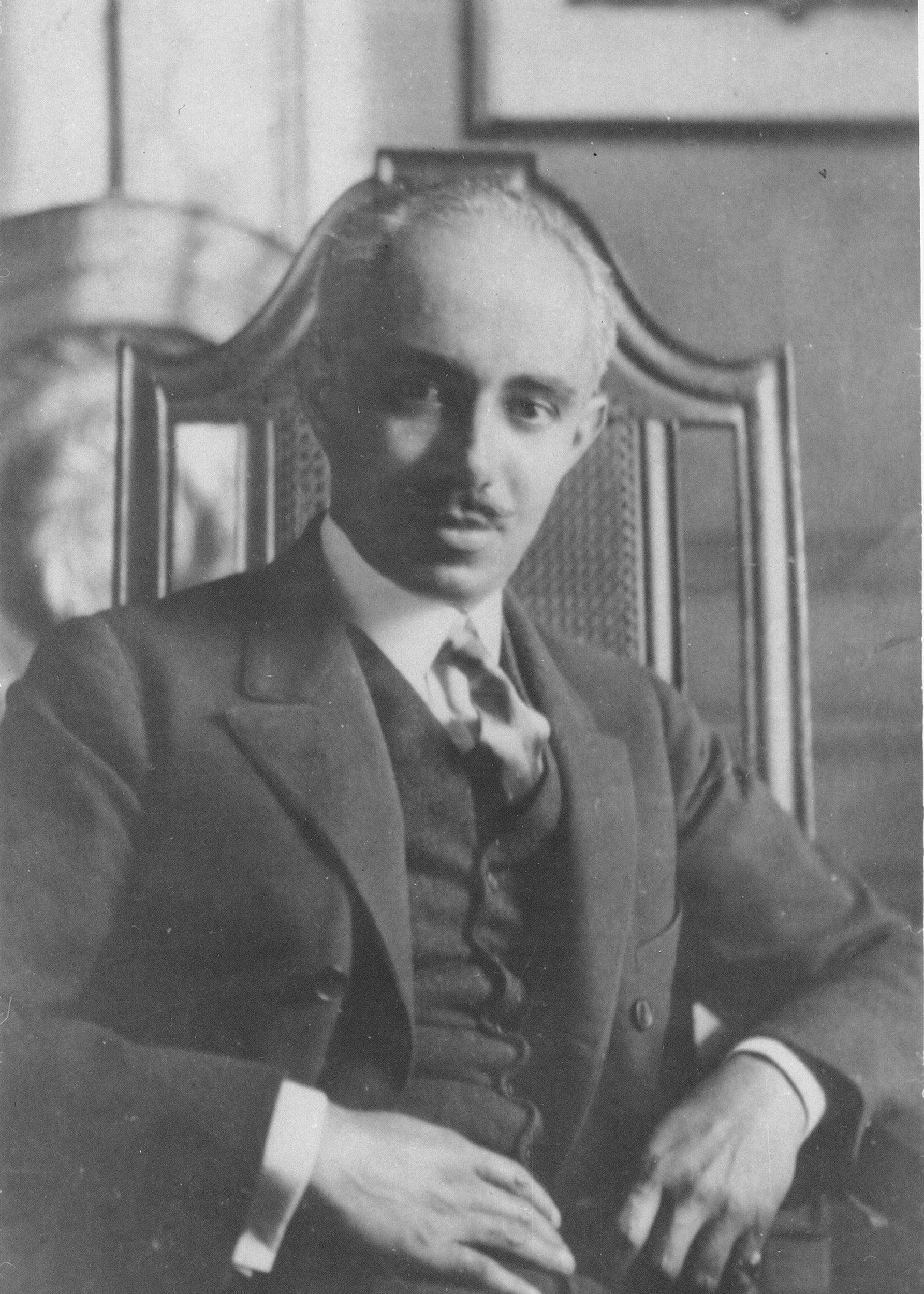 Black and white photo of Abele.