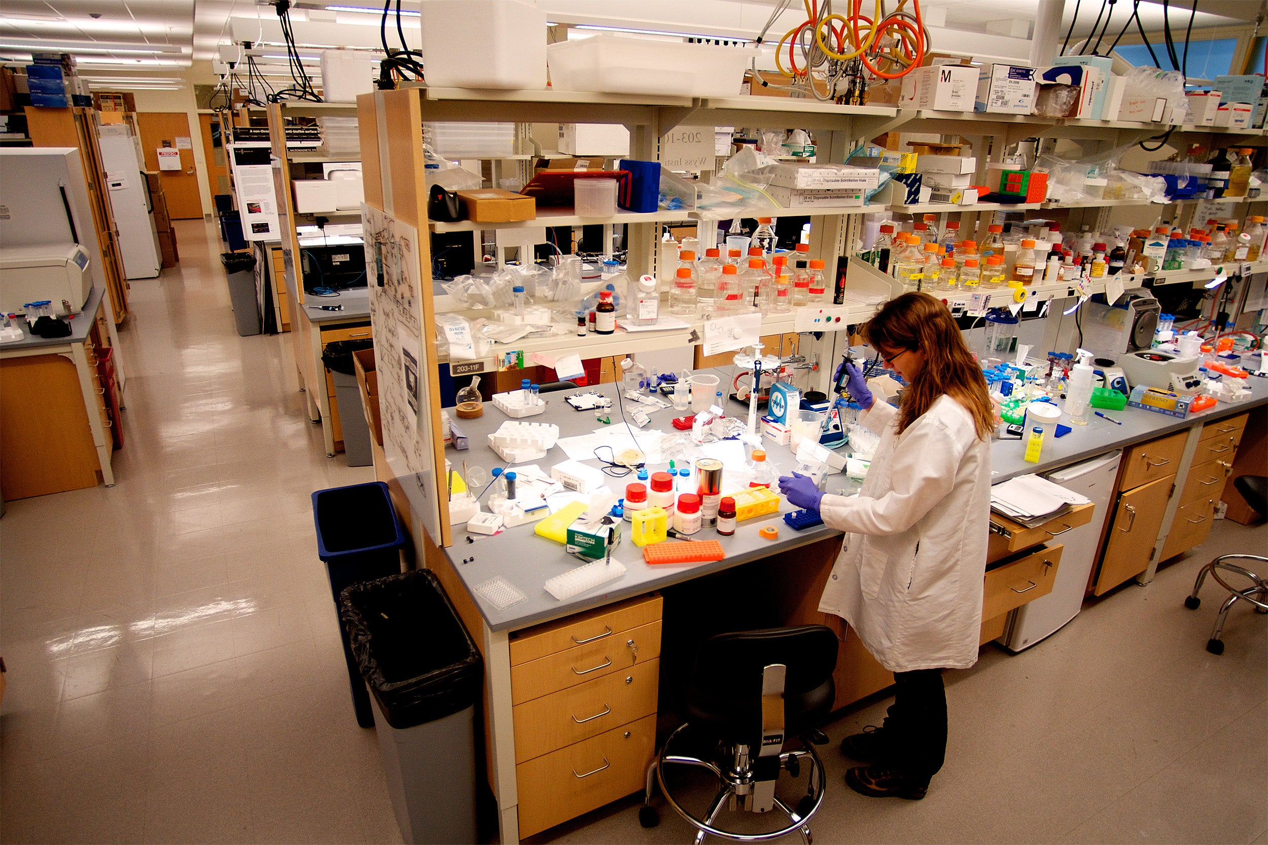 Woman working in lab.