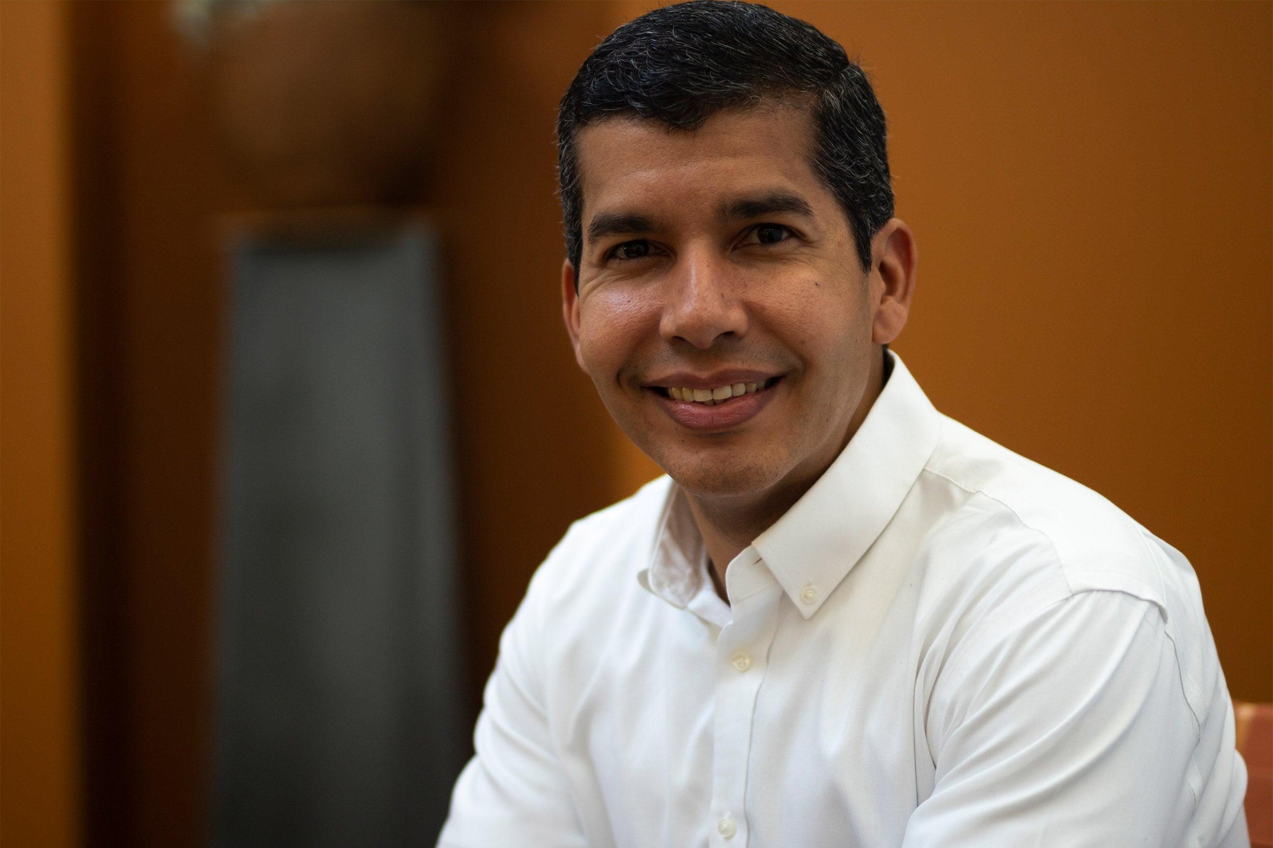 Salvador Pena.