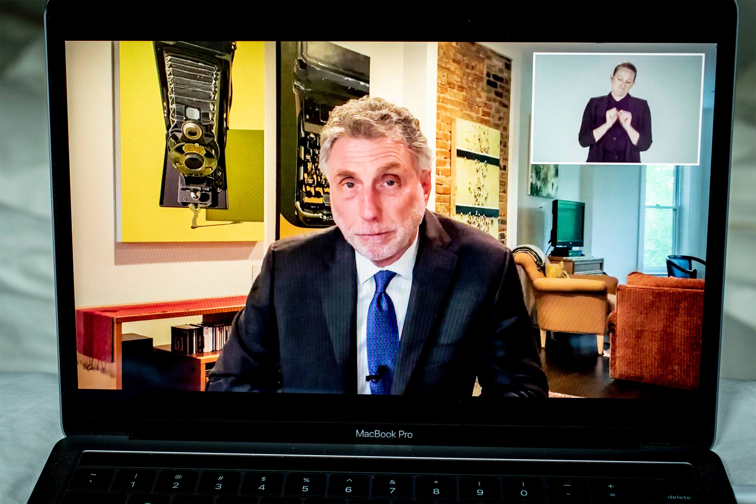 Martin Baron's message to Class of 2020: Facts and truth matter
