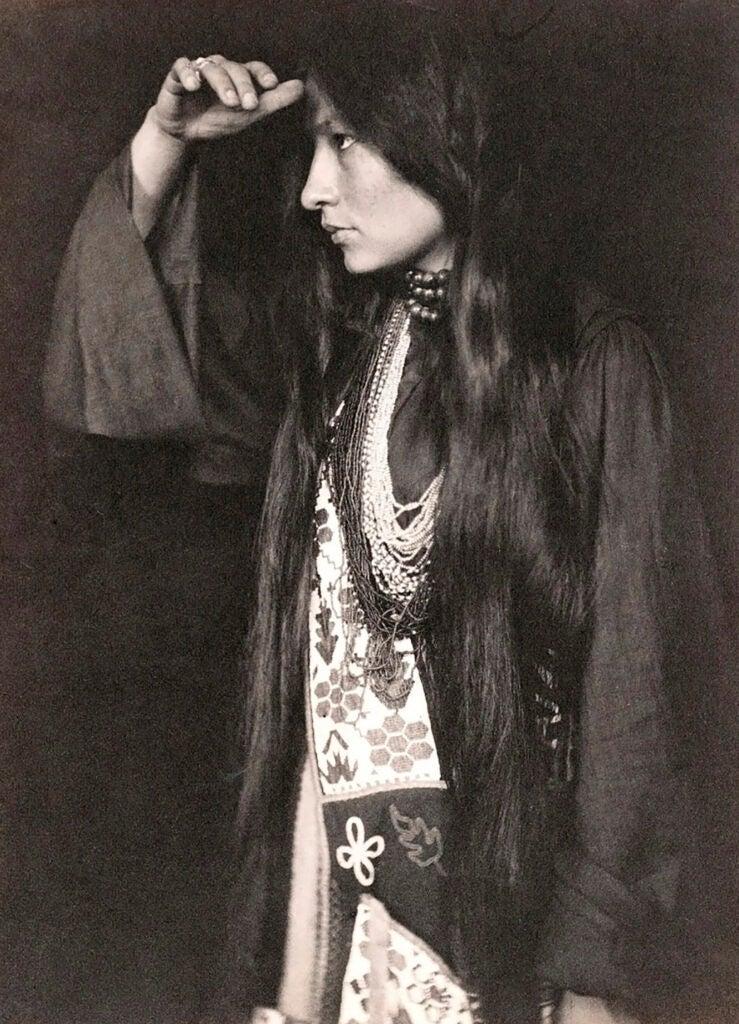 Gertrude Simmons Bonnin (1877-1938).