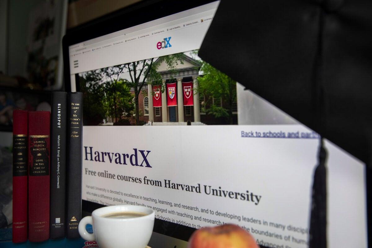 Harvard EdX homepage.