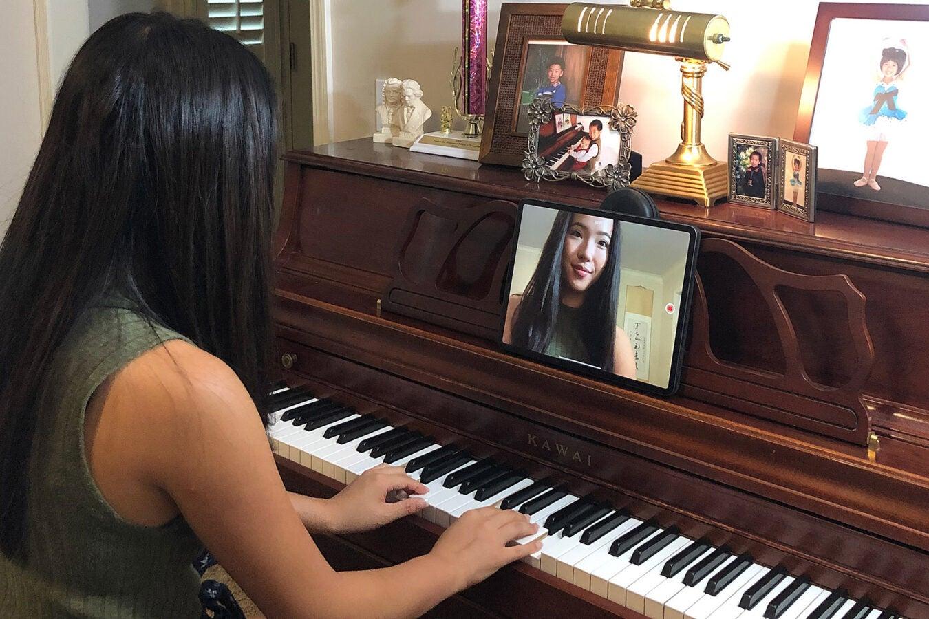 Lucy Tu playing piano.