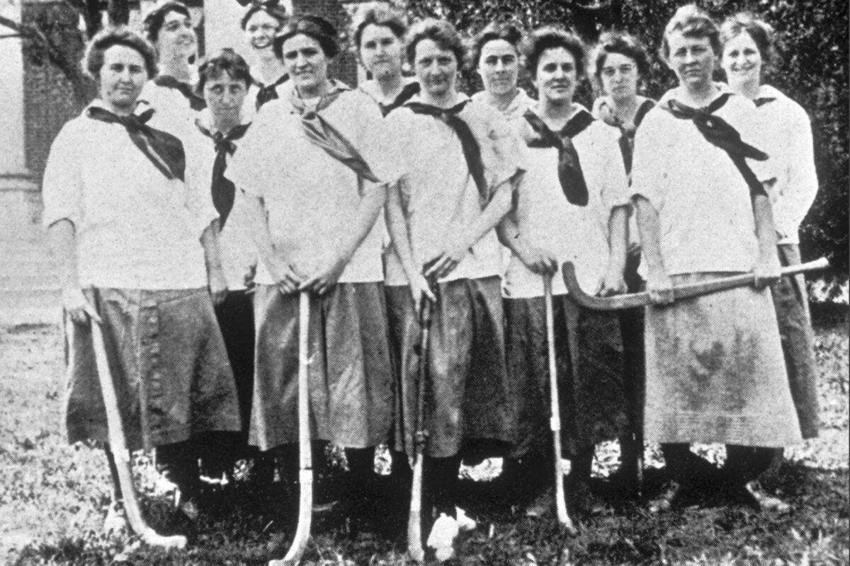 Radcliffe 1915 women's hockey team.