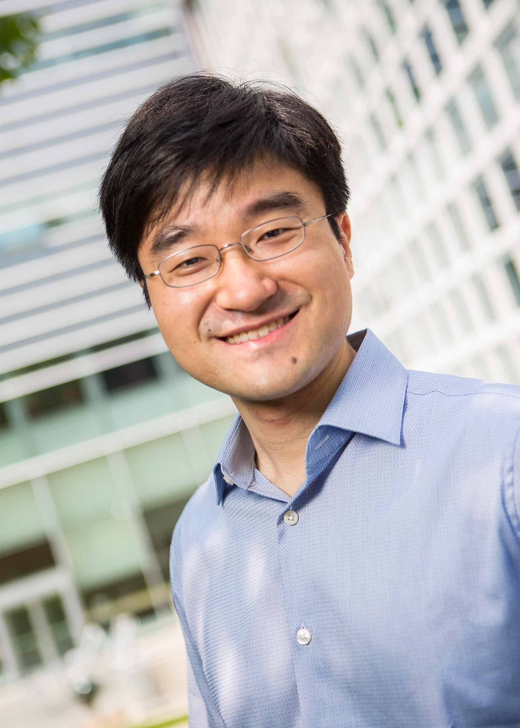 Associate Professor Xin Li .
